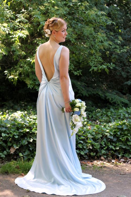 Lange Hochzeitskleider mit Schleppe und tiefem Rückenausschnitt