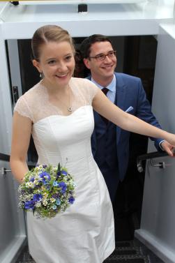 Ballonartige Hochzeitskleider als Maßanfertigung mit zarter Spitze und Dekolleté