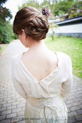 Hochzeitskleider, tief ausgeschnitten und Gürtel mit Schnürung