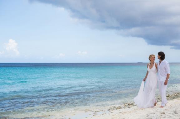 Brautmode und Abendkleider am Strand in Maßanfertigung